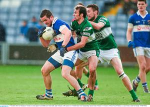 Ger Brennan, St Vincent's, in action against Gareth Dillon and Adrian Kelly, right, Portlaoise. AIB Leinster GAA Football Senior Club Championship, Quarter-Final, Portlaoise v St Vincent's, O'Moore Park, Portlaoise, Co. Laois. Picture credit: Pat Murphy / SPORTSFILE