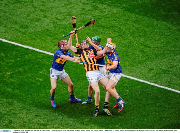 Walter Walsh, Kilkenny, in action against Tipperary players, left to right, Paddy Stapleton, Cathal Barrett, and Pádraic Maher. GAA Hurling All Ireland Senior Championship Final, Kilkenny v Tipperary. Croke Park, Dublin. Picture credit: Dáire Brennan / SPORTSFILE