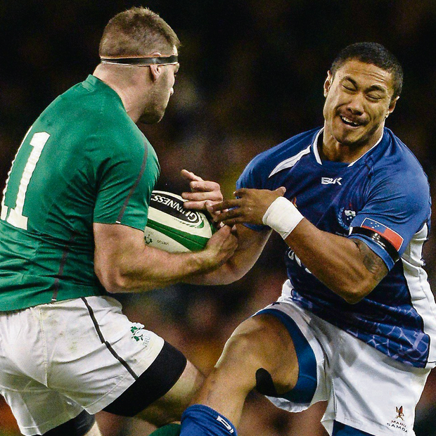 Ireland's Fergus McFadden and Brando Samoa's Va'aulu in action. Picture credit: Barry Cregg / SPORTSFILE