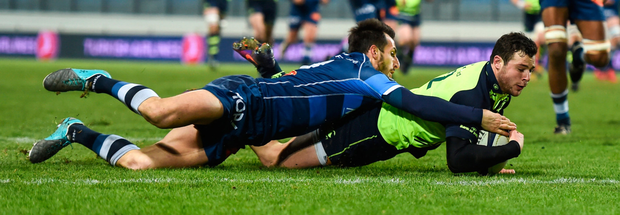 Robbie Henshaw goes over for Leinster's first try last night. Photo: Stephen McCarthy/Sportsfile