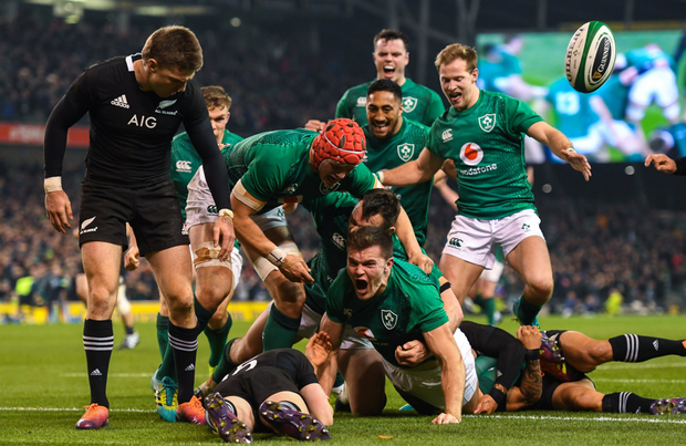 Jacob Stockdale scores a try in Ireland's victory over New Zealand in November 2018