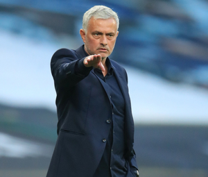 Jose Mourinho gives directions on the sideline. Photo: Reuters