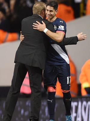 Ayoze Perez embraces his manager following the game