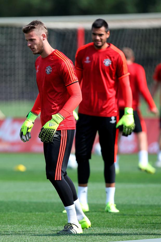 (l-r) Manchester United goalkeepers David de Gea and Sergio Romero