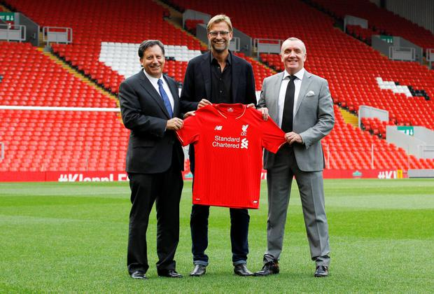 Liverpool manager Jurgen Klopp with (l-r) chairman Tom Werner and CEO Ian Ayr