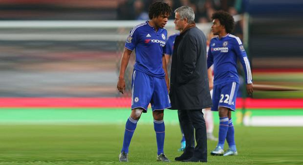 Chelsea manager Jose Mourinho speaks with Loic Remy at half time of extra time