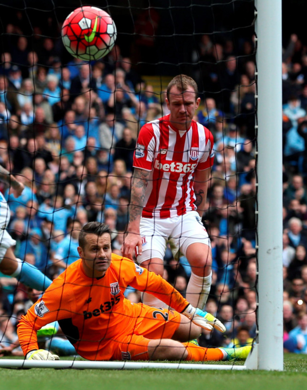 Stoke City goalkeeper Shay Given and Ireland teammate Gelnn Whelan look dejected after conceding the opening goal from Manchester City's Fernando at the Etihad Stadium Photo: PA