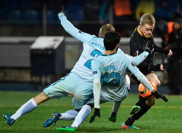 Dundalk's Daryl Horgan evades Zenit St Petersburg's Aleksandr Anyukov and Luís Neto during their Europa League Group D match at Stadion Pertrovskiy