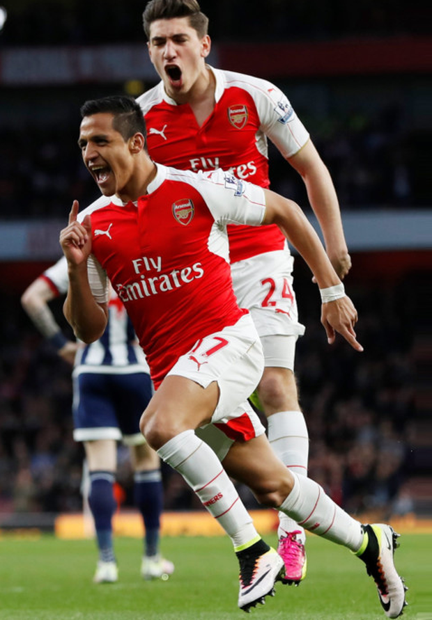 Hector Bellerin and Arsenal team-mate Alexis Sanchez will be aiming to put a dent in Tottenham's title hopes on Sunday