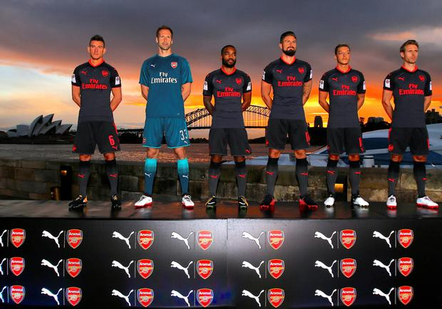 Arsenal's (l-r) Laurent Koscielny, Petr Cech, Alex Lacazette, Olivier Giroud, Mesut Ozil and Nacho Monreal pose in their third strip in front of the Opera House and Harbour Bridge in Sydney, Australia. Photo: Reuters