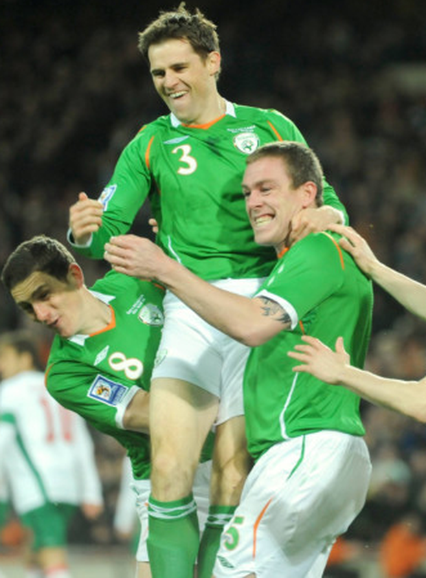 Richard Dunne (r) celebrates his goal with Kevin Kilbane (c) and Keith Andrews during the World Cup 2010 qualifying draw with Bulgaria at Croke Park in March 2009