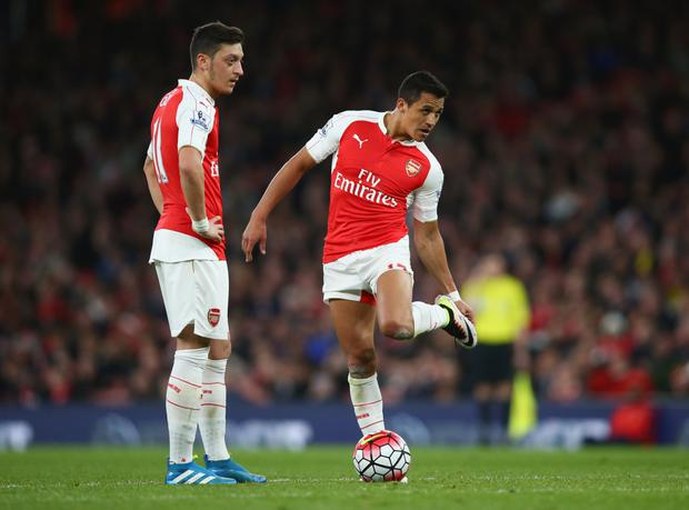 (l-r) Ozil and Sanchez