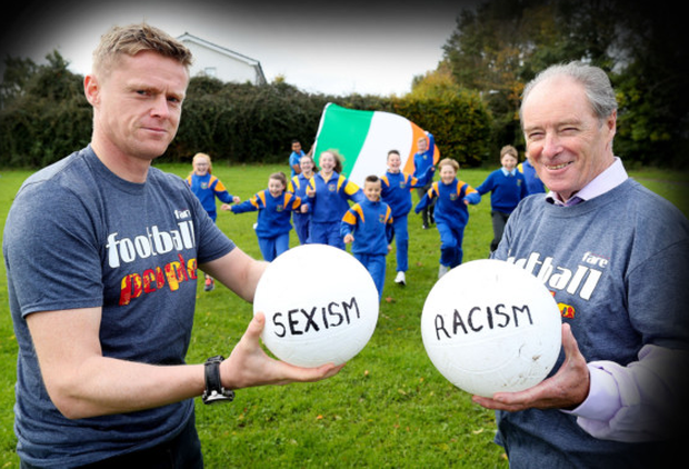 Damien Duff (left), joined Sport Against Racism Ireland (SARI) Director Brian Kerr and the pupils of St Kilian's Senior National School in Tallaght for anti-discrimination training held as part of FARE Football People Action Weeks. For the month of October SARI is delivering free anti-discrimination football training workshops in primary schools across the country.