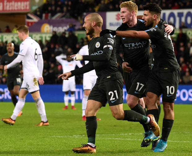 (l-r) David Silva celebrates his goal against Swansea last night with Manchester City team-mates Kevin de Bruyne and Sergio Aguero. Photo: Reuters