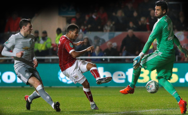 Korey Smith fires home past Manchester United keeper Sergio Romero to send Bristol City into the League Cup semi-finals. Photo: Reuters