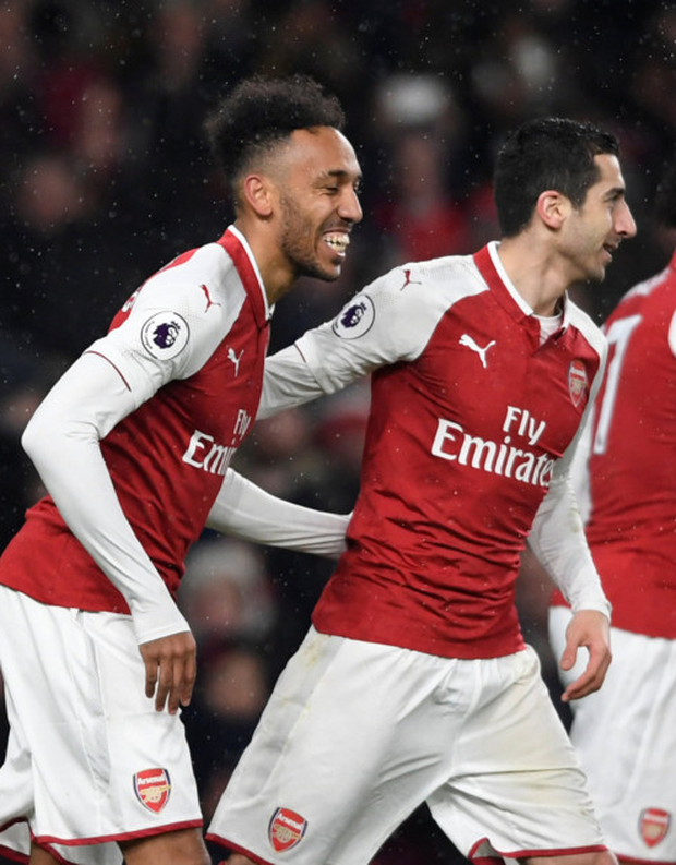 Aubameyang scores as Arsenal put five past Everton