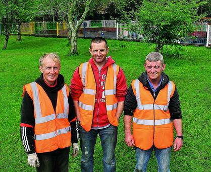 n Risteard MacLiam of Dingle Tidy Towns in Dingle town park with CE workers Jason Courtney and Billy Noonan. Photo by Marian O'Flaherty