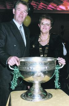 Marion Walsh and Micheal O Muircheartaigh in 1998.