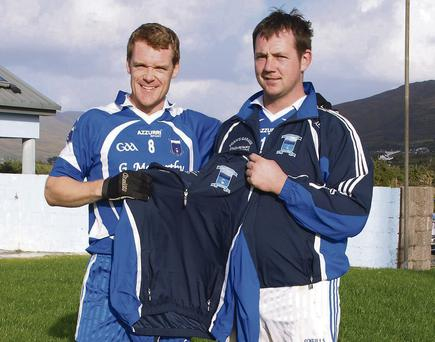 Alan Egan (right) of Egan's Garage and Crash Repairs in Aghatubrid, presenting Diarmuid O'Sullivan, captain of the Renard senior team, with new jackets at Pairc Ui Dhonnchu.
