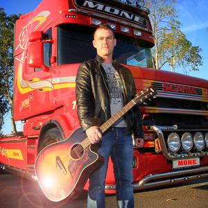 Musician Marty Mone will hold a meet and greet in the Meadowlands Hotel in Tralee this weekend.