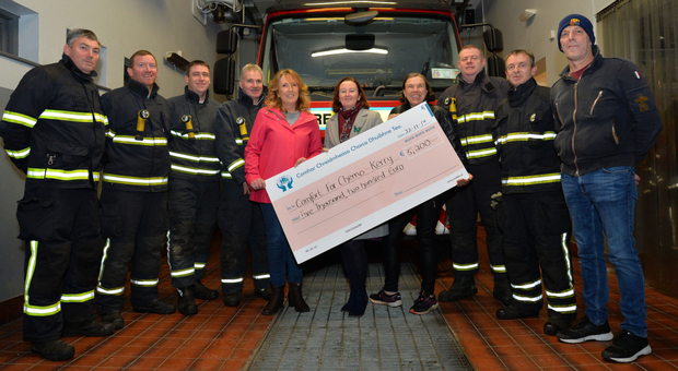 Members of Dingle Fire Brigade and organisers of the charity 'shave or dye' event held in the Hillgrove in September with a cheque for the €5,200 they raised for Comfort for Chemo - Kerry. From left: Arty Hand, Mark Manning, Martin McSweeney, Alan Flannery, Jennifer Flaherty, Deirdre Brosnan, Natalie Russell, Normán Ó Conchúir, Brendan Ferriter and Gerry Moroney. Photo by Declan Malone
