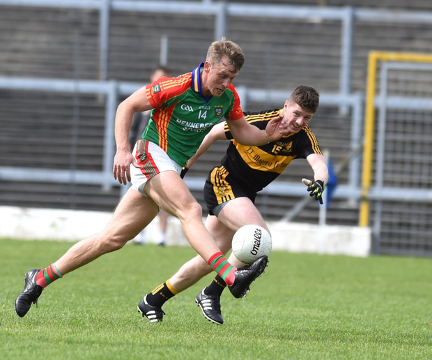 Mid Kerry's Donnchadh Walsh in full flight and pursued by Kieran O'Leary of Dr Crokes