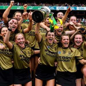 Kerry captain Niamh Leen and her team-mates celebrate with the Kathleen Mills Cup after the Liberty Insurance All-Ireland Premier Junior Camogie Championship Final match between Kerry and Limerick at Croke Park. Photo by Piaras Ó Mídheach/Sportsfile