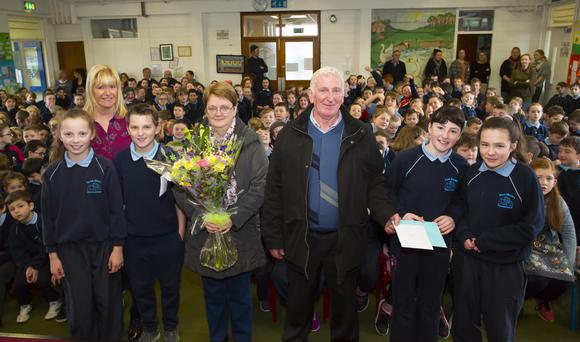 Larry Dunne with Emma Kehoe 6th class, Margaret Rossiter principal, Ann Donnelly 6th, Margo and Larry Dunne, Chloe Furlong and Sadie Byrne 6th class