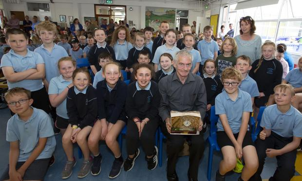 Sean Crowley on his last day in Horeswood school after 39 years with his 3rd & 4th class who presented him with a beautiful engraved glass inlayed clock which the class bought him. Also in photo is S.N.A. Kathleen Larkin
