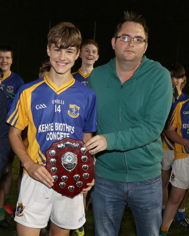 Dean Goodison of People Newspapers (sponsors) with Shane Culleton, captain of the Clúain O'Rahilly's team