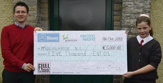 School Principal Kevin Gallagher and Muirne O Donnell accept the cheque for €5,000 on behalf of Mullaghroe NS.