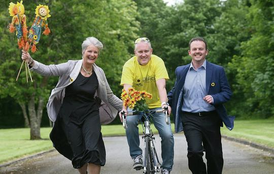 GSK Sligo employees are to take part in a fundraising cycle, 'GSK Wheelie Good Cause' in Sligo on 20 September in aid of the Irish Hospice Foundation. Pictured are: Kate Bree and Gavin Doyle of The Irish Hospice Foundation with Kevin Wright GSK Site Manager, Sligo.
