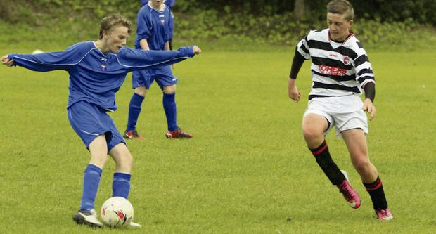 Joe Spratt takes on the Benbulben defence during the U.15 League clash at Merville last Saturday. Pic John Doyle