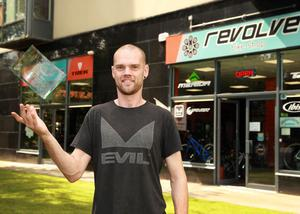 Revolve proprietor, Peter Sinnott, The Avenue, with his Irish Independent Retail Award for Cycle Retailer of the Year