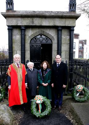 The wreathlayers at Redmond's tomb: Wexford Mayor Jim Moore, President Higgins, Dr Mary Green and Minister Paul Kehoe