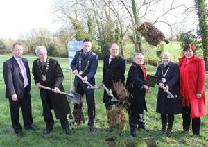 Wexford County Council Manager Tom Enright, Cllr Tony Dempsey Chairman of Wexford County Council; Cllr Michael Sheehan Chairman of the New Ross Municipal District Council; Ministers Paul Kehoe and Brendan Howlin, Chairperson of Kilkenny County Council Mary Hilda Kavanagh and Minister Ann Phelan.