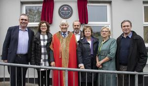 Mayor of Wexford Cllr Tony Dempsey and school principal; Theresa Corrigan (second from left) with family members Michael Walsh, Michael Buckley, Roesmary Buckley (Dr Thomas Walsh's daughter), Joan Walsh and David Walsh