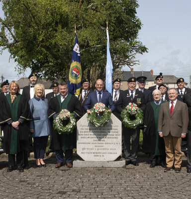 Wreath layers (centre, at front) Minister Paul Kehoe, Cllr George Lawlor, and Larry Shannon of ONE, with ONE members, Brendan Howlin TD, Cllr Maura Bell, Cllr Davy Hynes, Angela Laffan, Wexford District manager, Anthony Nolan, who played the last post and members of the FCA Pipe Band, New Ross