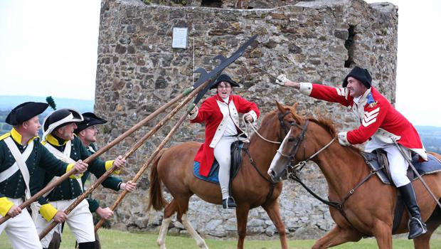 Rebels clash with redcoats at Vinegar Hill.