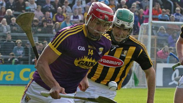 Lee Chin soloing away from Kilkenny's Paddy Deegan