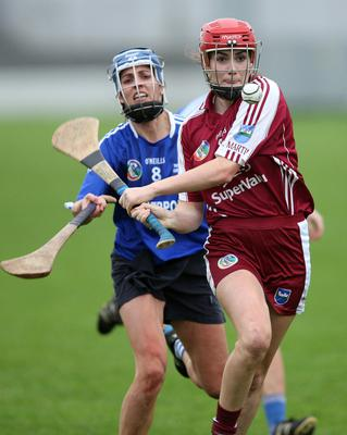 Amy Cardiff in danger of being hooked by Thomastown's Jenny Reddy