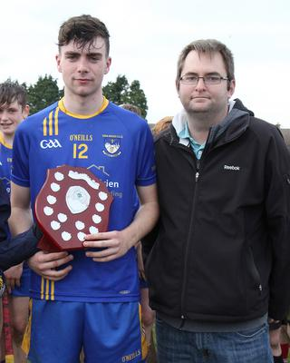 Conor Hughes of Ballinastragh Gaels with Dean Goodison, representing People Newspapers (sponsors)