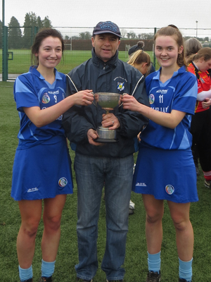 Joint captains Aimee Hanrahan (left) and Kate Lyng with Leinster Chairman Jerry Drennan