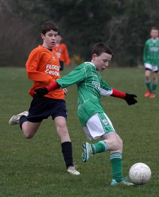 Josh Kelly (Forth Celtic) is pursued by Alfie Eite (Duncannon)