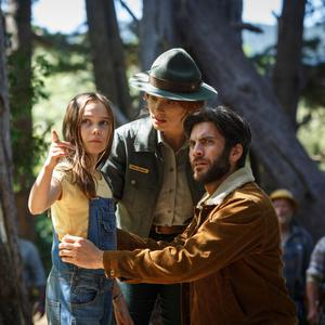 Bryce Dallas Howard as Grace, Wes Bentley as Jack and Oona Laurence as Natalie in Pete's Dragon