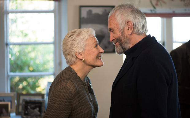 Glenn Close as Joan Castleman and Jonathan Pryce as Joe Castleman in The Wife.