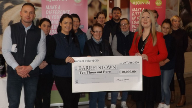 Michelle O'Brien (second from left) and the Kerry Foods team present a cheque to Caroline Tobin (front right) of Barrettstown