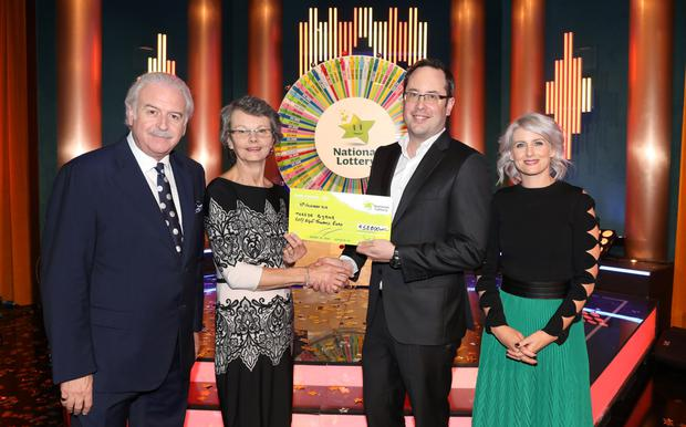 Teresa Byrne from Aughrim with Winning Streak host Marty Whelan, Brett Cross of the National Lottery and co-host Sinéad Kennedy