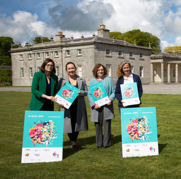 Deirdre Burns, Heritage Officer at Wicklow County Council, Jenny Sherwin, Arts Officer at Wicklow County Council, Ann Nolan from Music Generation, Executive Producer Ann Nolan and pupils from St Mary's NS, Blessington, at the launch of Cruinniú na nÓg at Russborough House