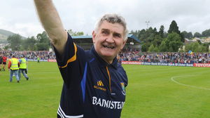 Wicklow manager Mick O'Dwyer salutes the crowd after the wonderful win over Down in 2009. Picture credit: Damien Eagers / SPORTSFILE